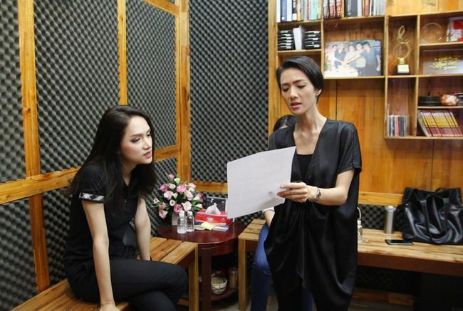 Hoa hậu Hương Giang gây thích thú khi trở lại phòng thu, nhưng fan lại tinh ý phát hiện ra điểm tương đồng này - Ảnh 2.