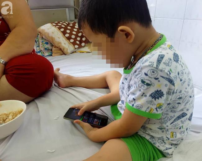 Dùng điện thoại dỗ con từ 1 tháng tuổi, lên 5 tuổi, con vẫn chưa biết nói và có nhiều hành động khó hiểu  - Ảnh 4.