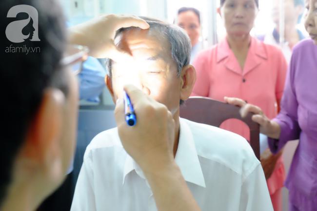 Ăn ngọt và lười vận động, coi chừng bị mù lòa: Cảnh báo biến chứng của căn bệnh rất nhiều người mắc - Ảnh 4.