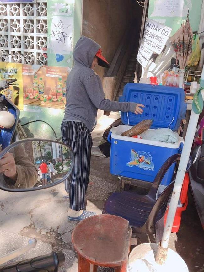 Ly cà phê giảm giá, chị bán nước vỉa hè và tình người giá 2 ngàn đồng giữa lòng Sài Gòn - Ảnh 1.