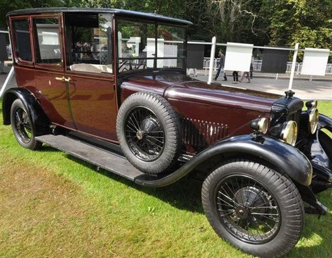 Có một sự thật bất ngờ là Nữ hoàng không có bằng lái xe nhưng bộ sưu tập xe hơi của bà khiến nhiều người phải choáng ngợp - Ảnh 13.