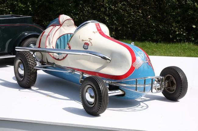 Có một sự thật bất ngờ là Nữ hoàng không có bằng lái xe nhưng bộ sưu tập xe hơi của bà khiến nhiều người phải choáng ngợp - Ảnh 24.