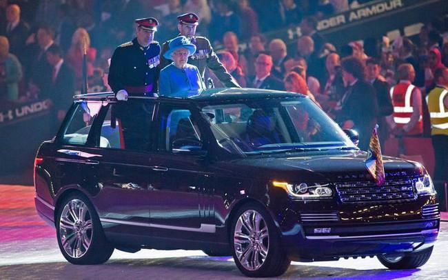 Có một sự thật bất ngờ là Nữ hoàng không có bằng lái xe nhưng bộ sưu tập xe hơi của bà khiến nhiều người phải choáng ngợp - Ảnh 26.