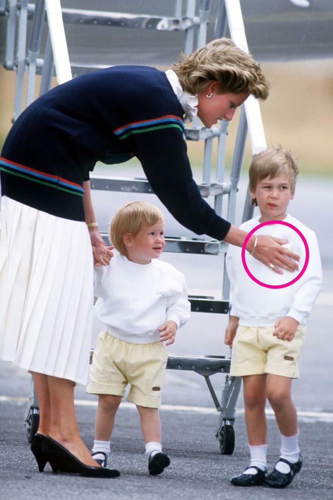 Chuyên gia phân tích  điểm tương đồng và khác biệt thú vị trong cách dạy con của Công nương Diana và Kate Middleton - Ảnh 1.