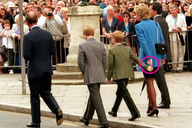 Chuyên gia phân tích  điểm tương đồng và khác biệt thú vị trong cách dạy con của Công nương Diana và Kate Middleton - Ảnh 6.