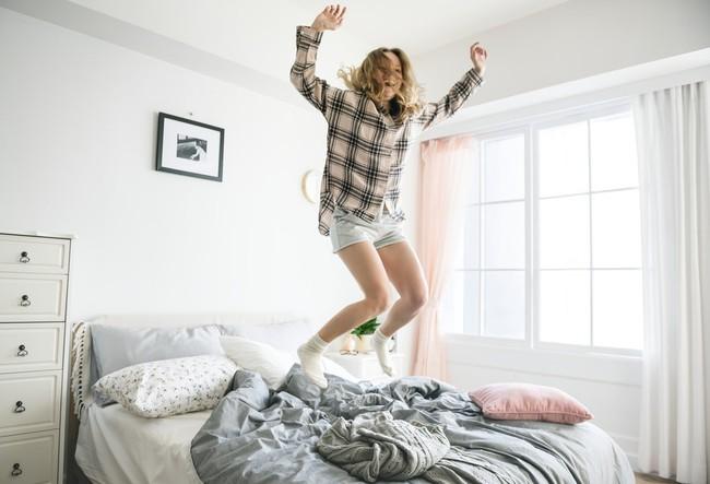 Những thói quen ai cũng nghĩ là vô hại vào buổi sáng nhưng lại làm giảm tuổi thọ nhanh không ngờ - Ảnh 1.