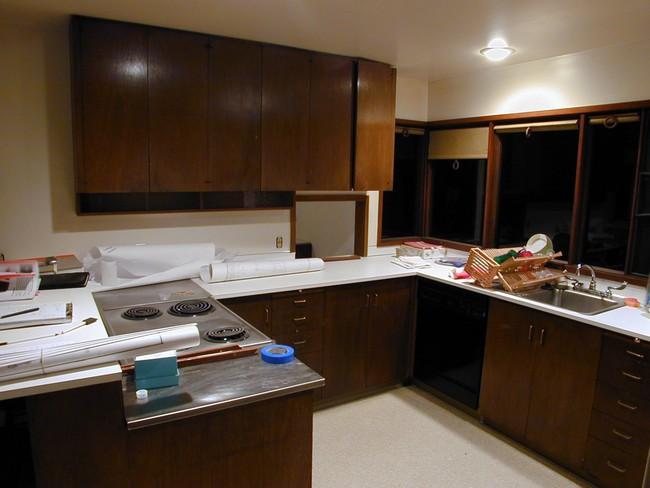 Mỗi căn một kiểu nhưng sau cải tạo, 2 phòng bếp này đều đẹp và tiện dụng đến bất ngờ  - Ảnh 1.