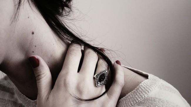 Đàn bà hạnh phúc không học cách chịu đựng, họ luôn làm gì đó khi bắt đầu những cơn đau của hôn nhân! - Ảnh 1.
