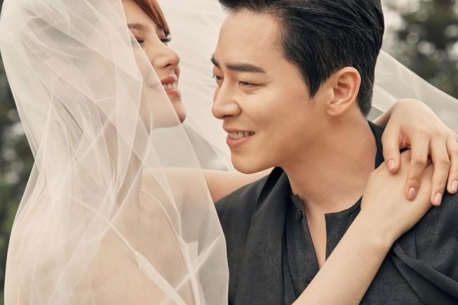 Nữ ca sĩ Hậu duệ mặt trời và tài tử Jo Jung Suk tuyên bố đã kết hôn, lên top 1 Naver với bộ ảnh cưới đẹp ngất ngây - Ảnh 1.