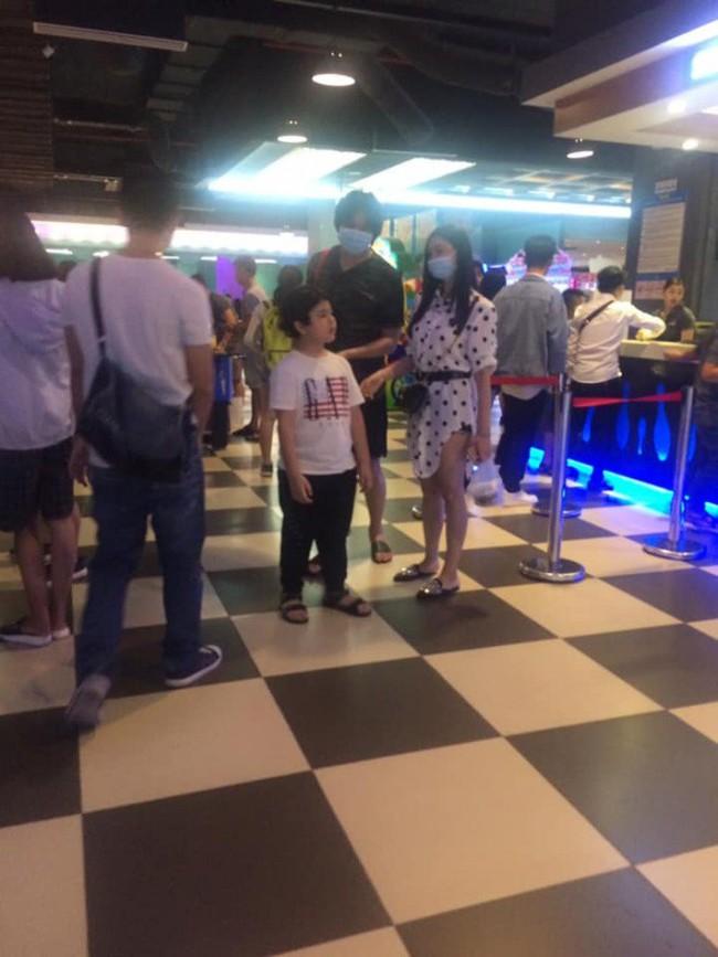 Lộ hình ảnh Tim và Trương Quỳnh Anh cùng nhau bí mật đưa con đi chơi dù đã ly hôn nhau - Ảnh 1.