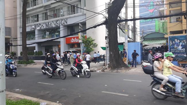 Cô gái trẻ 19 tuổi chết thương tâm khi rơi từ tòa nhà cao tầng ở Sài Gòn xuống đất - Ảnh 1.
