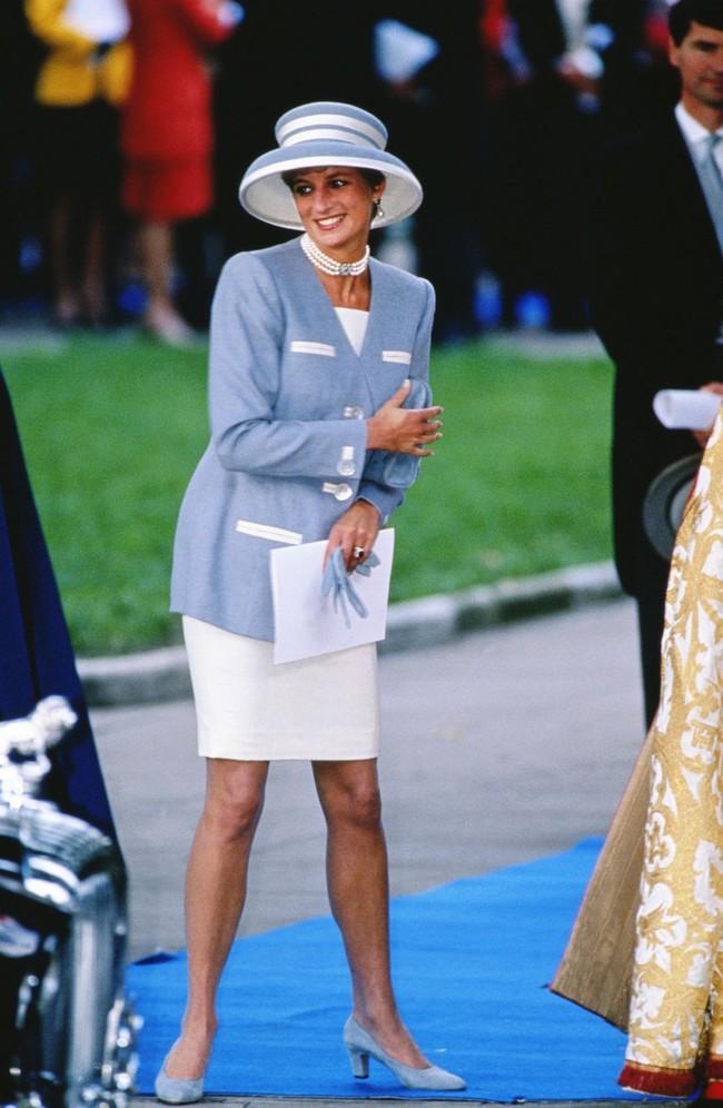 Đi đám cưới mà diện nào jumpsuit, nào menswear, Công nương Diana chính là khách mời Hoàng gia có style chất nhất - Ảnh 13.