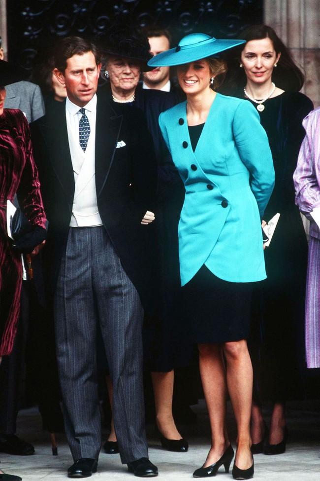 Đi đám cưới mà diện nào jumpsuit, nào menswear, Công nương Diana chính là khách mời Hoàng gia có style chất nhất - Ảnh 7.