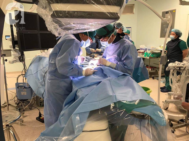 Lần đầu tiên tại miền Nam, bác sĩ dùng phương pháp này đưa bé trai bị bệnh tim nặng từ cõi chết trở về - Ảnh 2.