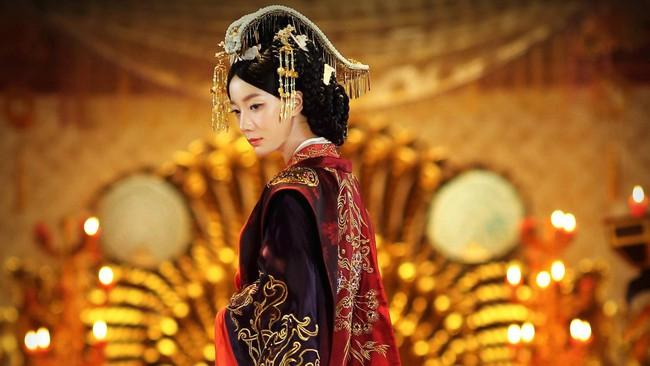 Chỉ với chiêu đánh ghen câm lặng đến chết, vị Hoàng hậu này đã cùng đưa cả Hoàng đế và tình địch xuống cửu tuyền - Ảnh 1.