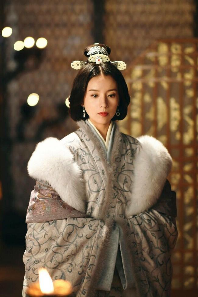 Chỉ với chiêu đánh ghen câm lặng đến chết, vị Hoàng hậu này đã cùng đưa cả Hoàng đế và tình địch xuống cửu tuyền - Ảnh 8.