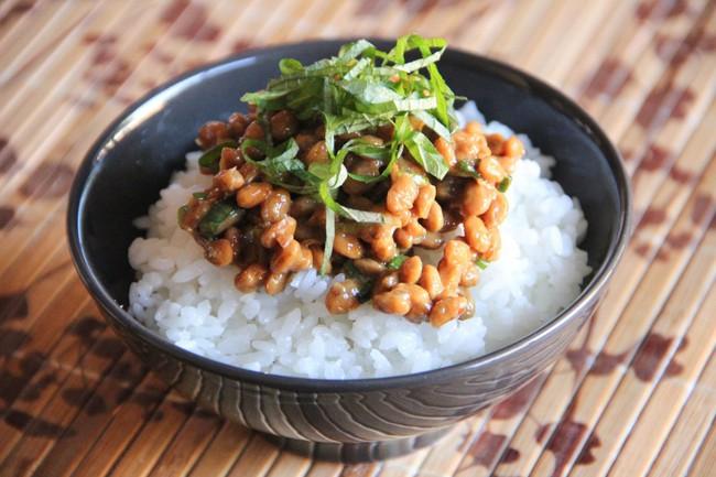 Không chỉ  sushi, tinh hoa ẩm thực Nhật còn có món natto nhơn nhớt kéo sợi, mùi vị khó ăn như đậu phụ thối - Ảnh 5.