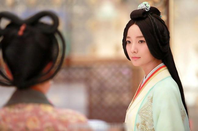 Chỉ với chiêu đánh ghen câm lặng đến chết, vị Hoàng hậu này đã cùng đưa cả Hoàng đế và tình địch xuống cửu tuyền - Ảnh 3.