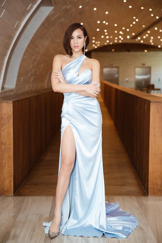 Phương Mai đọ vẻ nóng bỏng bên Hoa hậu Đỗ Mỹ Linh - Ảnh 1.