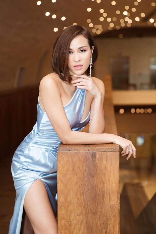 Phương Mai đọ vẻ nóng bỏng bên Hoa hậu Đỗ Mỹ Linh - Ảnh 3.