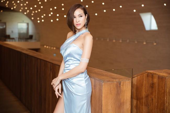 Phương Mai đọ vẻ nóng bỏng bên Hoa hậu Đỗ Mỹ Linh - Ảnh 4.