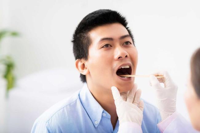 Những mùi khó chịu từ miệng như mùi tanh, hôi, chua... sẽ tiết lộ điều nhiều điều về sức khỏe của bạn - Ảnh 7.
