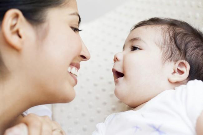 Có 2 hành vi của cha mẹ khiến trẻ chậm nói, cần phải sửa ngay không hối chẳng kịp - Ảnh 1.