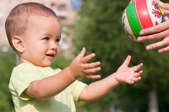 Có 2 hành vi của cha mẹ khiến trẻ chậm nói, cần phải sửa ngay không hối chẳng kịp - Ảnh 3.