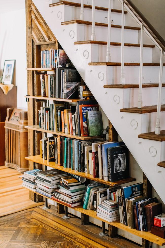 Ai mà ngờ gầm cầu thang có thể trở thành không gian đầy hữu ích lại dễ thực hiện thế này - Ảnh 4.