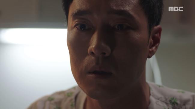 So Ji Sub trúng đạn suýt chết, kẻ tưởng là thù lại ra tay cứu mạng anh kịp thời - Ảnh 6.