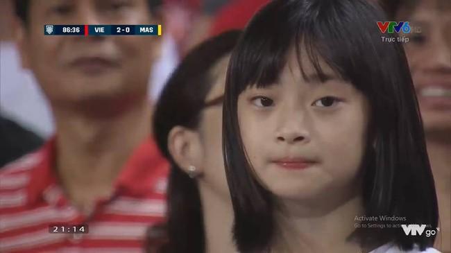 Không phải dàn CĐV nữ xinh đẹp, đây mới là gương mặt khiến dân mạng phát cuồng sau trận Việt Nam - Malaysia - Ảnh 2.