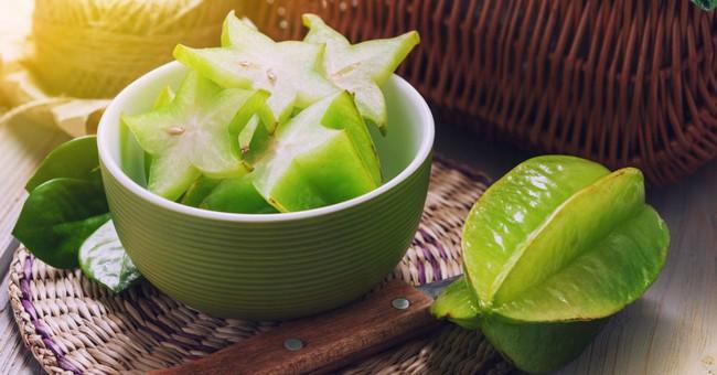 Đã có nhiều người tử vong vì ngộ độc sau khi ăn khế: Cảnh báo những đối tượng không nên ăn loại trái cây này - Ảnh 1.