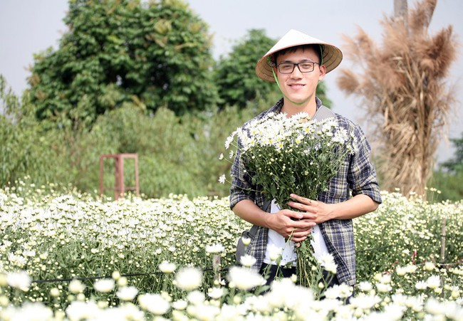 Phụ nữ, trẻ em chen nhau tạo dáng chụp ảnh kín đặc vườn cúc họa mi Nhật Tân - Ảnh 14.