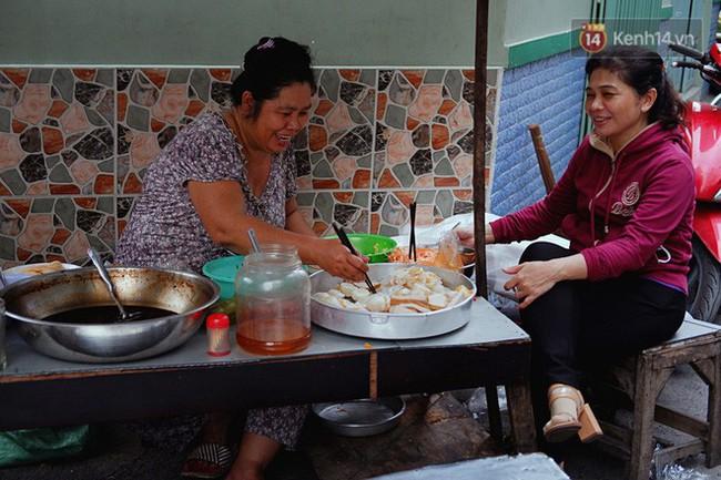 Tiệm ăn hàng 30 năm của dì Gái chịu chơi nhất Sài Gòn, mỗi ngày bán trong 1 giờ là hết veo - Ảnh 1.