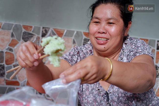 Tiệm ăn hàng 30 năm của dì Gái chịu chơi nhất Sài Gòn, mỗi ngày bán trong 1 giờ là hết veo - Ảnh 10.