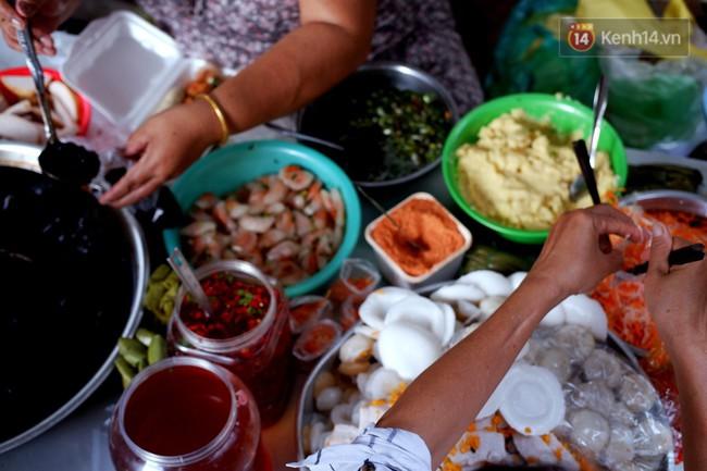 Tiệm ăn hàng 30 năm của dì Gái chịu chơi nhất Sài Gòn, mỗi ngày bán trong 1 giờ là hết veo - Ảnh 5.