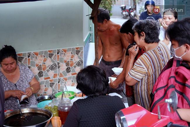 Tiệm ăn hàng 30 năm của dì Gái chịu chơi nhất Sài Gòn, mỗi ngày bán trong 1 giờ là hết veo - Ảnh 8.