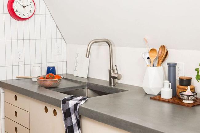 Quá chán nản với căn bếp cũ mèm, cặp vợ chồng trẻ tự tay cải tạo lại và nhận được cái kết bất ngờ - Ảnh 4.