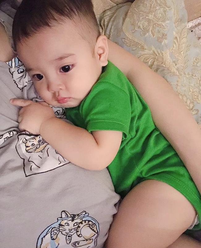 Hằng Túi hồi hộp đếm ngược ngày sinh Sam, nghẹn ngào nhìn Sữa bé tí teo nằm ôm bụng mẹ - Ảnh 8.
