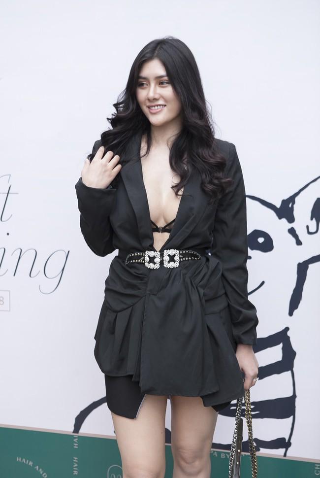 Soobin Hoàng Sơn lần đầu mặc áo đôi, đi sự kiện cùng bạn gái tin đồn  - Ảnh 6.