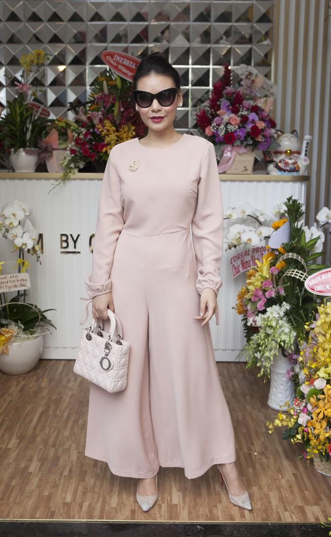 Soobin Hoàng Sơn lần đầu mặc áo đôi, đi sự kiện cùng bạn gái tin đồn  - Ảnh 13.