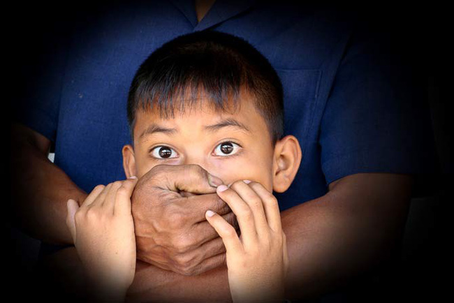 Bé trai 9 tuổi bị bắt cóc sau 1 lời dụ dỗ và nguyên tắc bố mẹ cần lưu ý để bảo vệ con - Ảnh 1.
