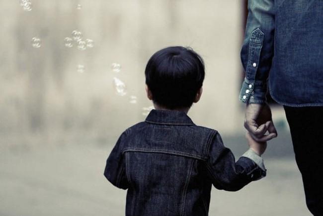 Bé trai 9 tuổi bị bắt cóc sau 1 lời dụ dỗ và nguyên tắc bố mẹ cần lưu ý để bảo vệ con - Ảnh 3.