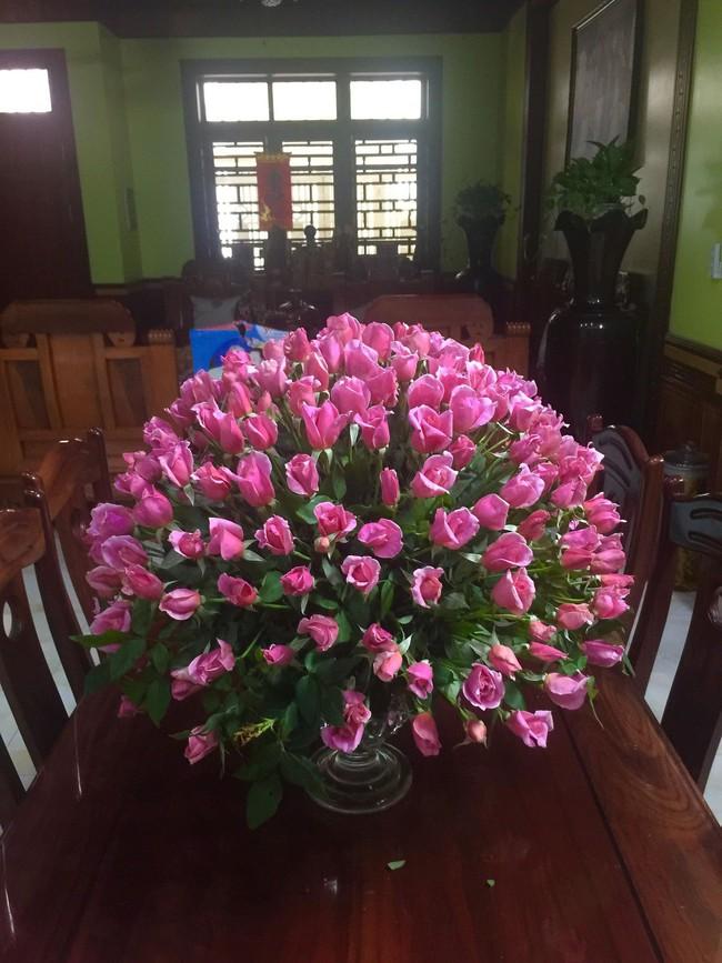 Chưa tới 200k, bà mẹ 2 con mách nước chị em cách cắm những bình hoa tròn đầy mà dễ không ngờ - Ảnh 2.