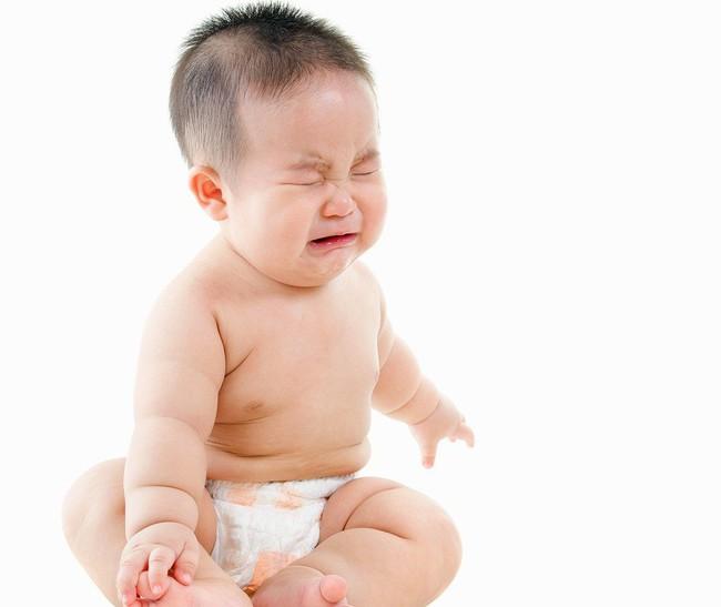 Khi thấy trẻ kêu khóc mãi không thôi, các mẹ tuyệt đối không được bỏ qua những điều sau đây - Ảnh 4.