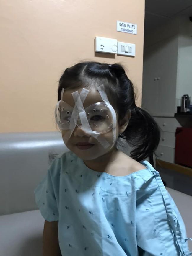 Cho con dùng điện thoại di động từ năm 2 tuổi, ông bố hối hận vì con phải phẫu thuật mắt - Ảnh 6.