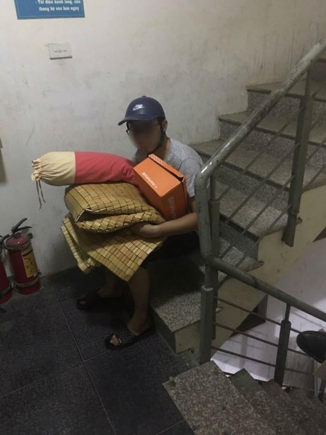 Rét về, anh chồng này đã bị vợ đuổi ra khỏi nhà giữa đêm, 500 chị em vỗ tay ầm ầm khi biết lý do - Ảnh 3.