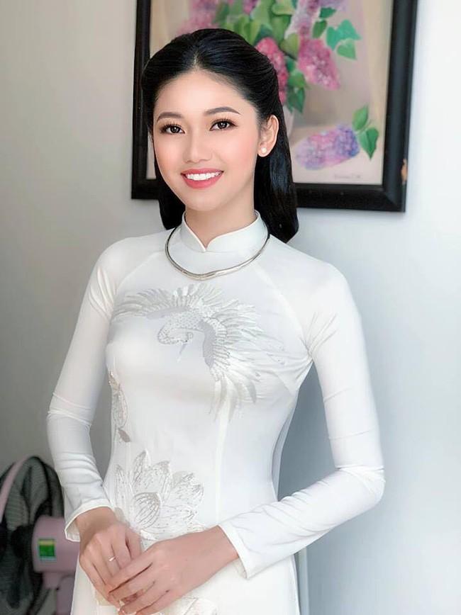 Á hậu Thanh Tú mặc áo dài trắng, xuất hiện tinh khôi trong lễ ăn hỏi trang trọng - Ảnh 3.