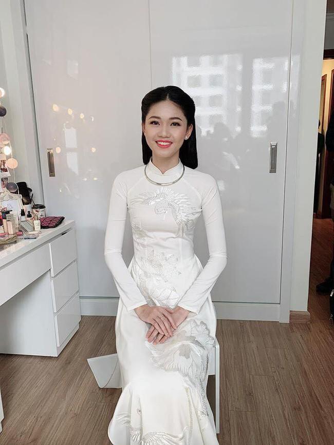 Á hậu Thanh Tú mặc áo dài trắng, xuất hiện tinh khôi trong lễ ăn hỏi trang trọng - Ảnh 5.