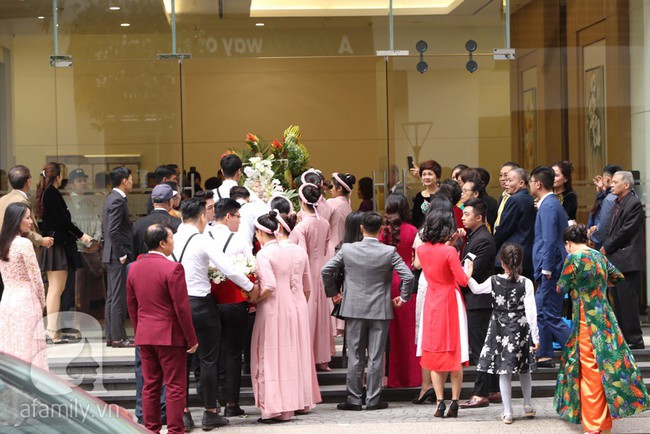 Cuối cùng chú rể của Á hậu Thanh Tú lộ diện, hóa ra lại là đại gia quen mặt đình đám trong giới doanh nhân Việt Nam - Ảnh 12.